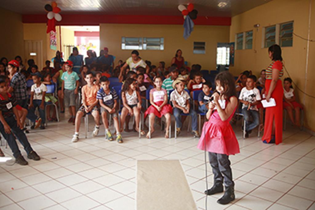A festa reuniu dezenas de crianças do Assentamento Dom Ozório