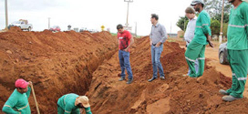 Obras de pavimentação e drenagem são iniciadas na Attílio Fontana