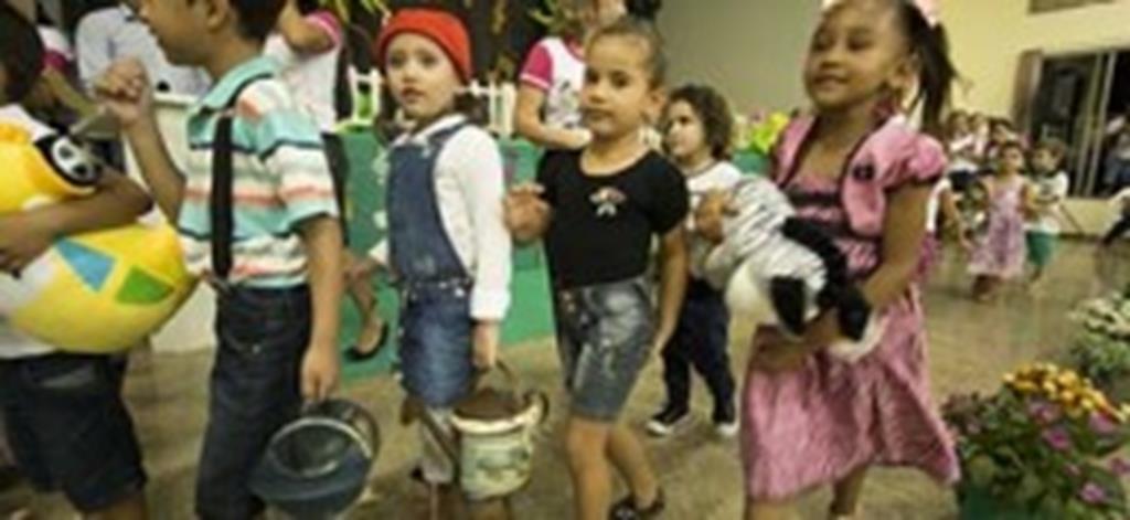 Pequenos mostram talento em festival  promovido pelo Centro E. Amerecilda