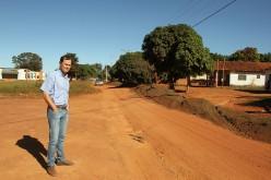Prefeitura reutiliza asfalto e melhora rua em comunidade rural