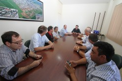 Diretores da Acicave reúnem-se com o prefeito Fábio Schroeter